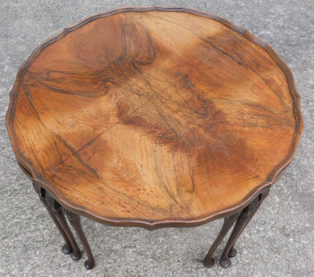 Vintage Style Round Coffee Table: Antique Queen Anne Style Walnut Round Coffee Table With